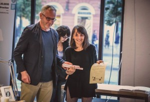 Magdalena Niziołek Kierecka odbiera nagrodę na 11. MFO